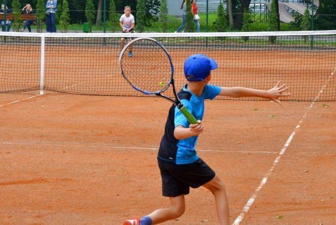 """У """"Топільче"""" тепер є безкоштовний корт, де можна пограти у теніс"""