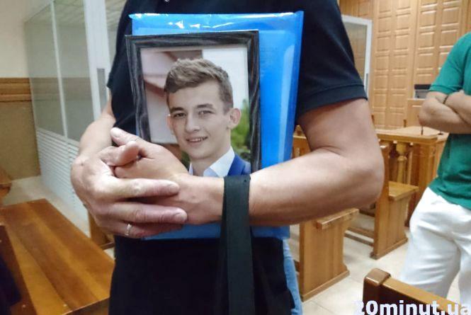 У справі вбивства Віталія Гнатишина змінили прокурора. Батьки переконані, що процес затягують