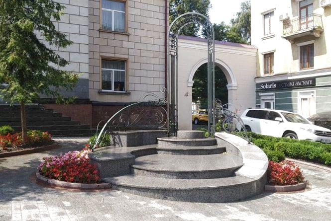 Хто платитиме майже мільйон гривень за пам'ятник вчителю у Тернополі