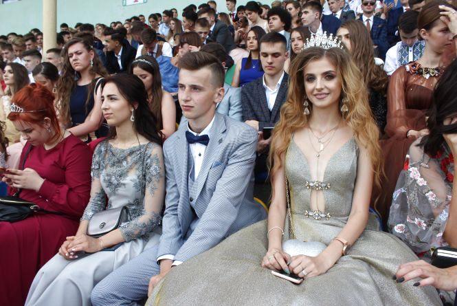 """""""На образ витратила тисячі доларів"""": якими сукнями і сумами дивували випускниці-2019"""