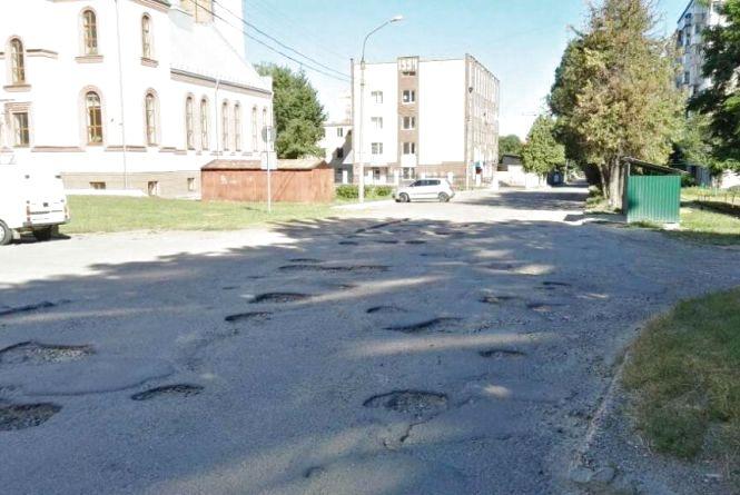 Світлофор на Об'їзній та ремонт дороги на 15 Квітня: ТОП-5 петицій, на які збирають підписи