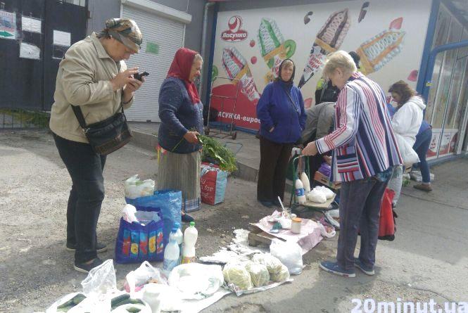 Що продають на стихійних ринках у Тернополі та чи борються з ними правоохоронці?