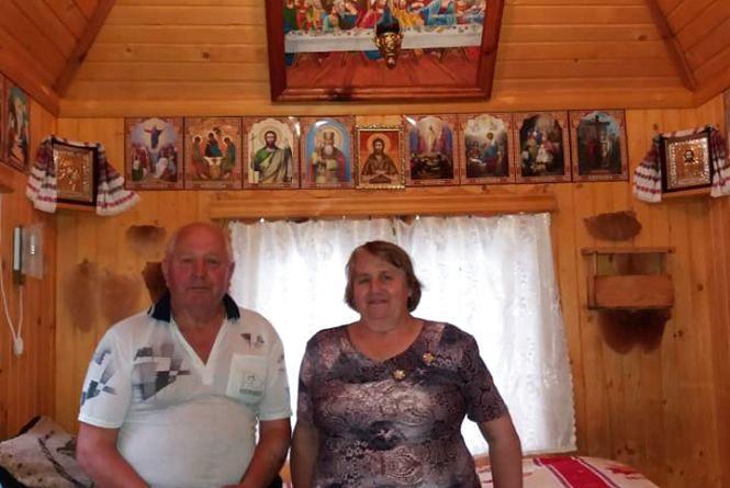 """Вулик-церкву"" збудував житель Тернопільщини в себе на подвір'ї"