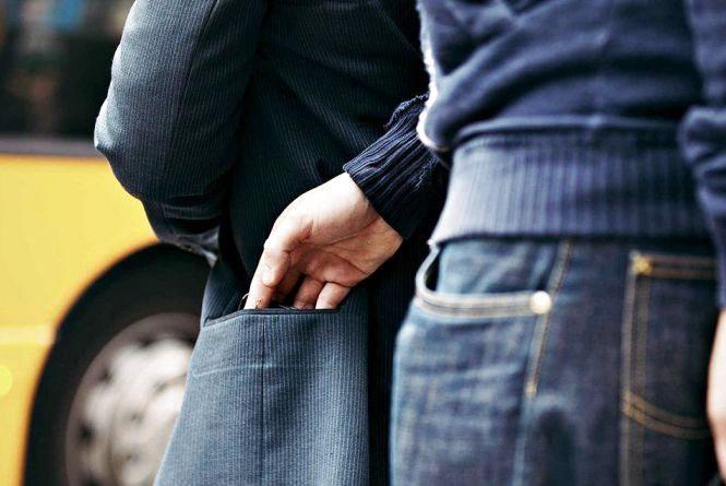 Житель Шумського району втратив мобільний телефон через довіру