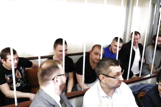Шістьом українським військовополоненим морякам продовжили арешт