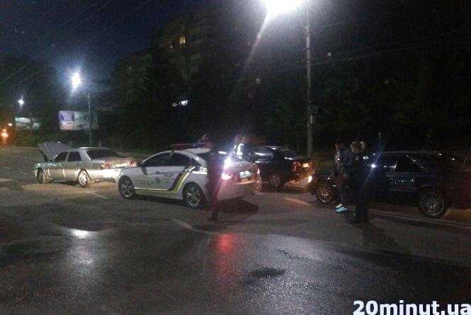 На Живова аварія: зіткнулись дві автівки
