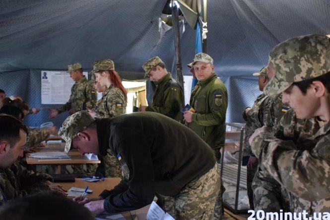 У 19, і вже на війні: військові хочуть миру  та спокою від Сходу до Заходу