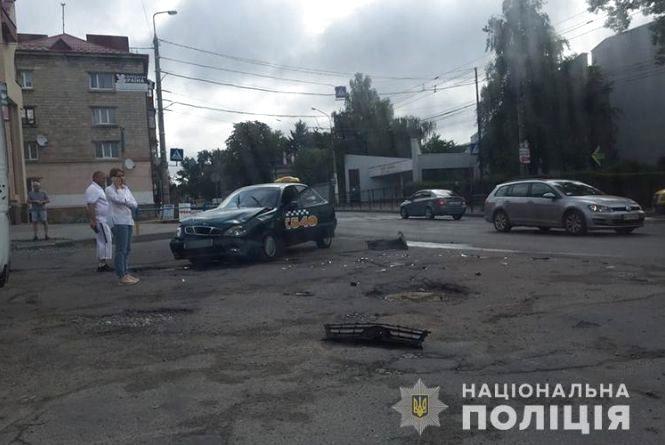 На Збаразькій аварія за участю таксі: його пасажирка з травмами в лікарні