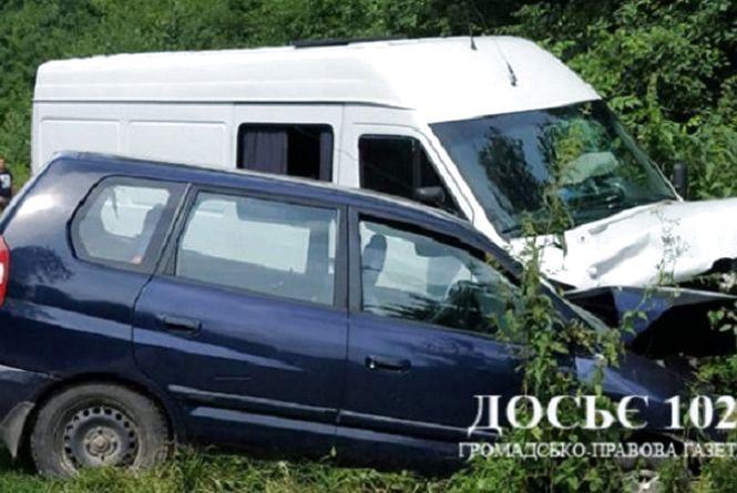 Мама з двома дітьми травмувалася в аварії на Кременеччині: уся родина в лікарні