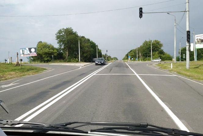 """Дві аварії за чотири дні: на """"смертельному"""" перехресті у Тернопільській області пів року не працює світлофор"""