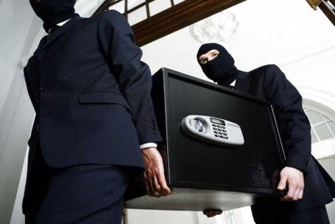 Курйозне пограбування в Тернополі: грабіжники винесли сейф, де діти зберігали 20 гривень та іграшки