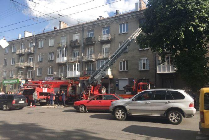 На Руській у багатоповерхівці горіла квартира (оновлено)