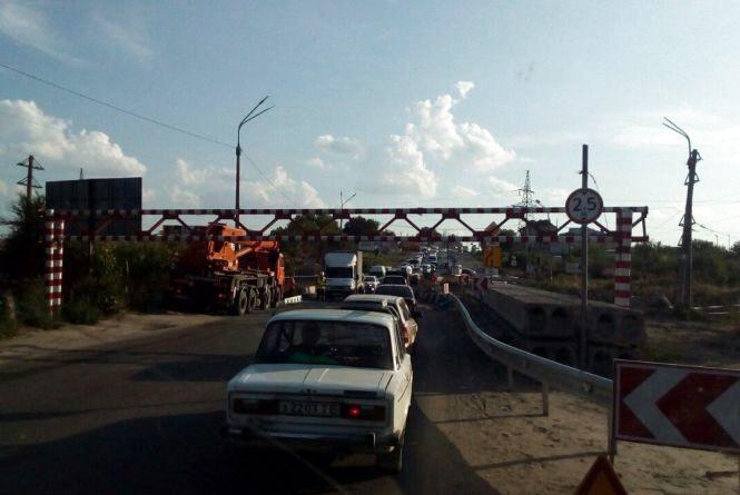 Фото дня: Габаритні ворота уже на Гаївському