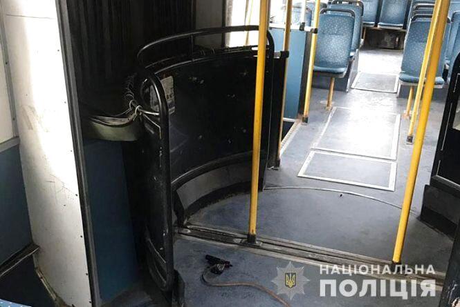 У Тернополі чоловік  погрожував пістолетом пасажирам тролейбуса (оновлене)
