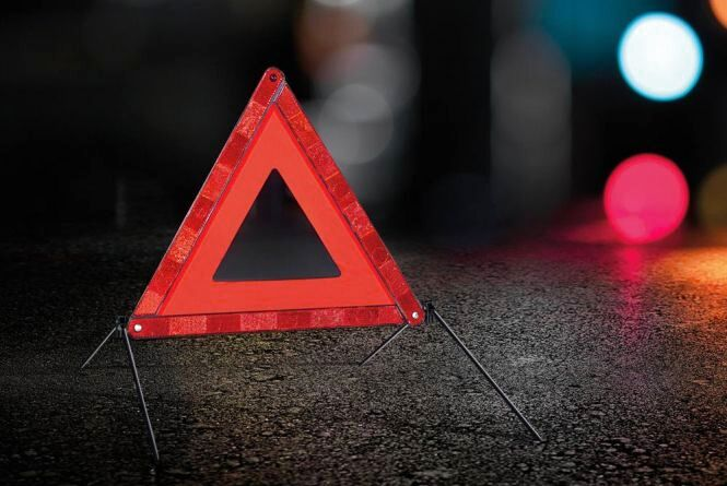 Уночі на вул. Лучаківського легковий автомобіль зіткнувся з бусом: є постраждалі