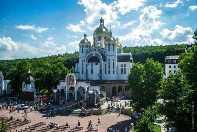 Хто на Тернопільщині у вересні йде на прощу у Зарваницю (графік)
