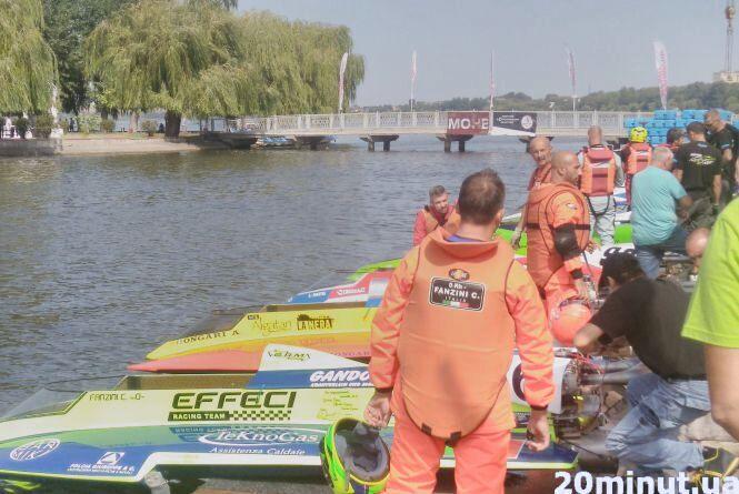 У Тернополі триває чемпіонат світу з водно-моторного спорту: сотні вболівальників спостерігають за змаганням