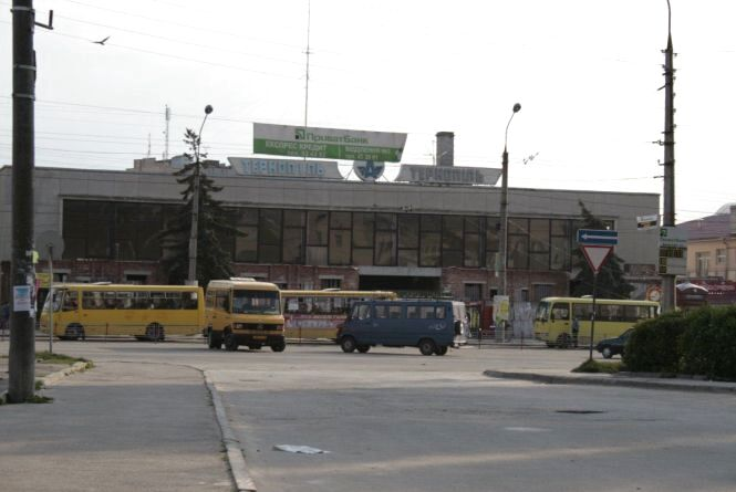 Біля автовокзалу загорілася маршрутка
