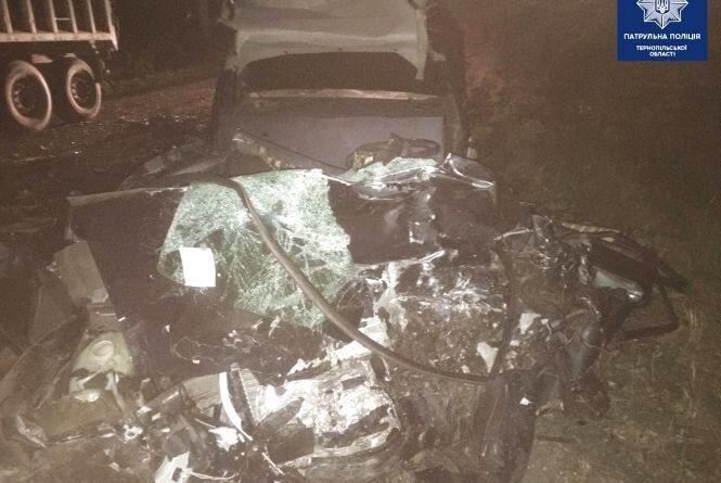 ЗАЗ зіткнувся з фурою: водій легківки помер на місці