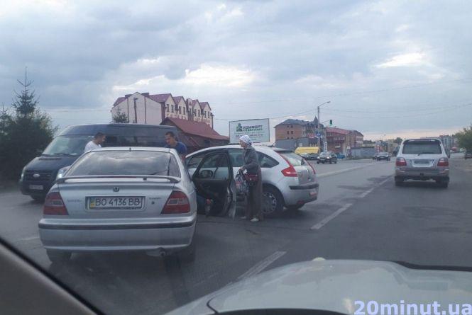 У Тернополі – ще дві аварії. Рух ускладнений