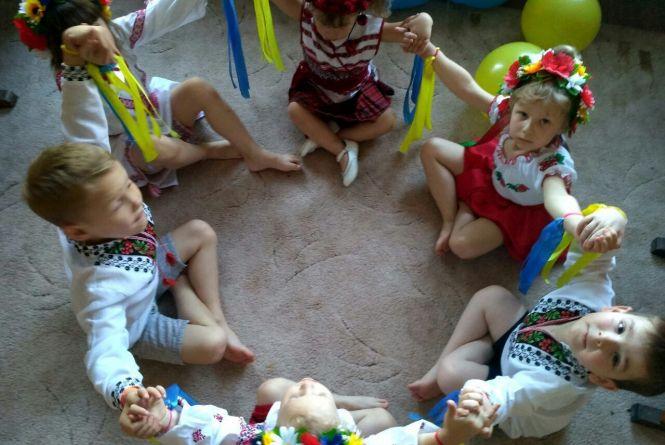 Малюкам з сиротинцю повезуть печиво, памперси й фрукти. Волонтери закликають долучатись