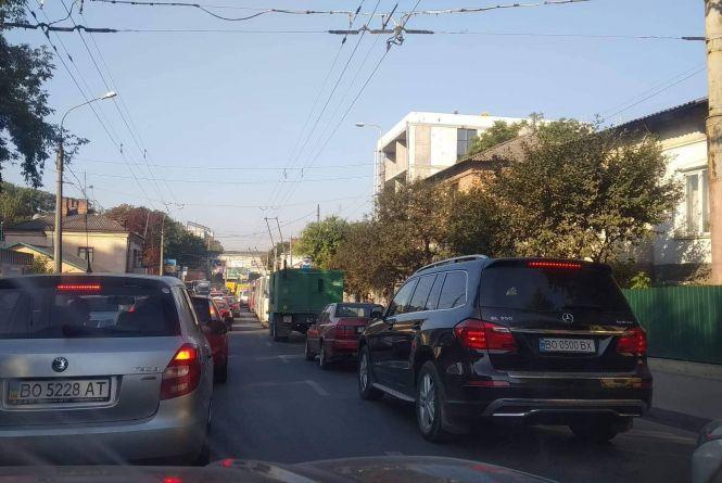 """""""20 років їжджу авто Тернополем і такого не було"""": чому в Тернополі постійні затори"""