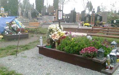 На могилі Володимира Стаюри «зникли» прапори. А в Руслана Муляра поламали флагшток до прапора