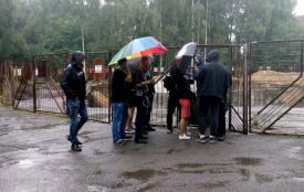 Десятки тітушок захищають будову в парку Нацвідродження (оновлено)