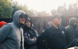 м.Тернопіль 17.07.2018 року. Парк Національно Відродження. Поліцейські не можуть пояснити чому їх туди загнали