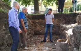 У центрі Тернополя археологи знайшли цегляне мощення і казан, яким більше  ніж три століття