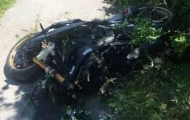 Мотоцикліст влетів у вантажівку рятувальників. Водій двоколісного загинув на місці