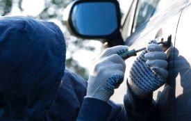 У Тернополі посеред білого дня в автомобілі вибили вікно