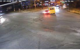 """Через водія BMW, який """"підрізав"""" маршрутку, постраждали школяр і пенсіонерка (оновлено)"""
