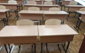 Чому в Тернополі батьки першокласників просять забрати з класу новенькі парти