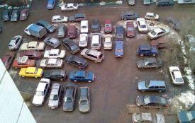 Чи заважають вам припарковані у дворах автомобілі? (опитування)