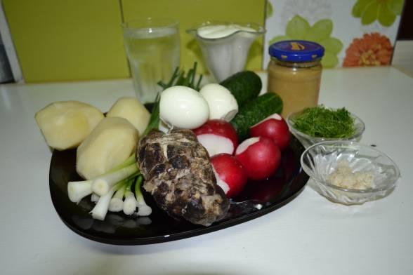 Зварити картоплю і яйця, підготувати решту продуктів
