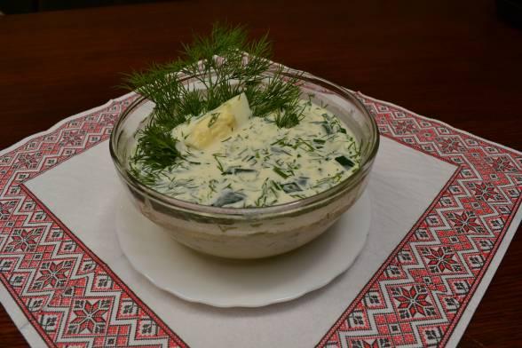 Охолодити окрошку, потім подавати холодний суп до столу