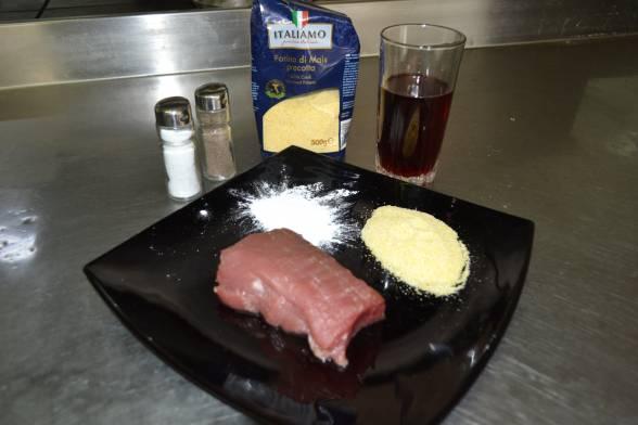 Зачистити від плів телячу вирізку, підготувати решту продуктів