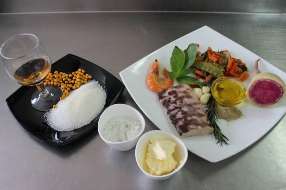 Нарізати овочі, зачистити рибне філе від кісточок, підготувати решту продуктів