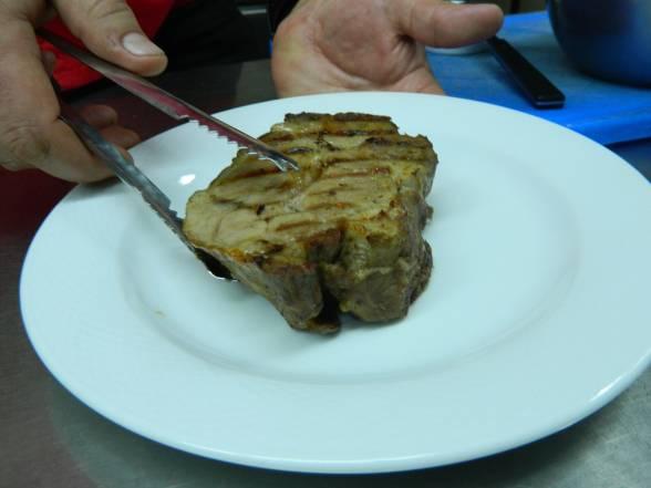 Маринувати м'ясо у спеціях 24 години, запікати дві години при 180С