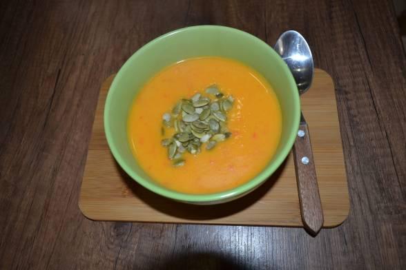 Подавати готовий суп до столу, посипавши гарбузовим насінням