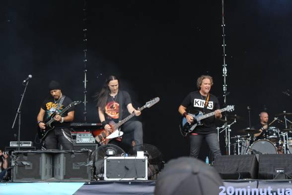 """Виступи на DARK STAGE відкрила група """"Satrias"""". Любителі екстремальної важкої музики відривались та слемились під треки, зрозумілі тільки справжнім фанатам."""