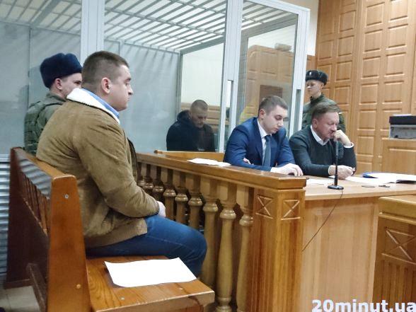 Сергій Терендех - під вартою.  Володимир Біляшевич - у коричневій куртці