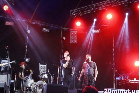 На Light stage, яка розташована на зеленій галявині фесту, виступ Сергія Жадана і гурту Лінія Манергейма викликав фурор. Жадан запалив сцену під час виступу з новим альбомом