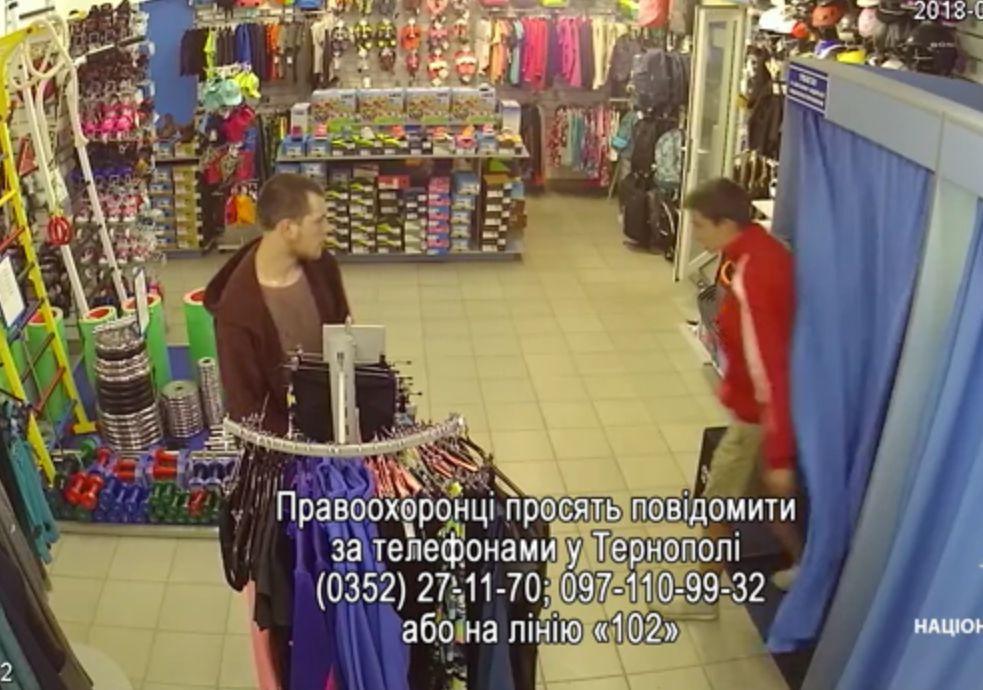 3f16acee8bf4e3 У Тернополі розшукують хлопців, які викрали товар з магазину «Спортландія».  Є відео : 19:06:2018 - te.20minut.ua